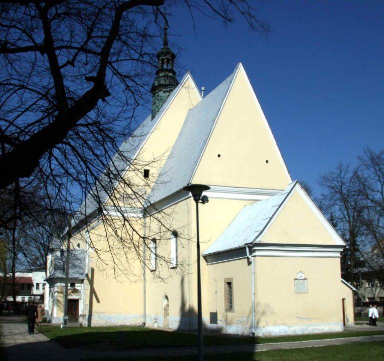 Ćmielów dziś – kościół i cmentarz